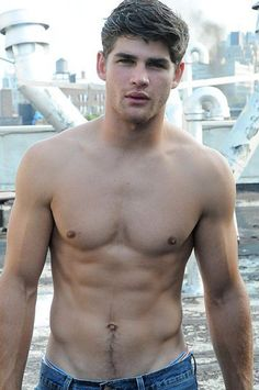 Holy Shirtless Friday : theBERRY