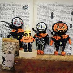 Halloween Displays, Halloween Party Decor, Halloween Art, Skeleton Figure, Unusual Art, Halloween Skeletons, Art Dolls, Bones, Hand Painted