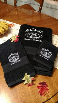 Jack Daniels Towel Set by TheStitchingCabin on Etsy Festa Jack Daniels, Jack Daniels Decor, Jack Daniels Gifts, Jack Daniels Bottle, Jack Daniels Whiskey, Whisky, Scotch Whiskey, Irish Whiskey, Whiskey Girl