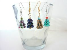 FREE beading pattern for Christmas Tree Earrings made from twin beads or Superduos