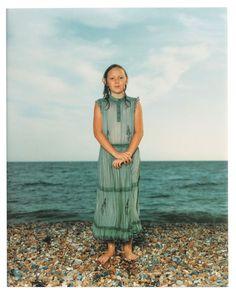 'Brighton, England' van Rieneke Dijkstra (1992). Een bekende setting die Dijkstra vaak gebruikte bij haar foto's, namelijk een strand. MET Museum (2015). Brighton, England. Opgeroepen op februari 19, 2015 van MET Museum: http://www.metmuseum.org/toah/works-of-art/2001.307