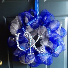 Super easy ribbon wreath! Oh i would really like to make a few of these as gifts! Wish me lots of luck!!