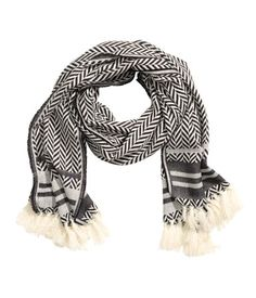 Patterned scarf in soft, jacquard-weave fabric with wool content. Tassels at ends. Black & white. | H&M Accessories