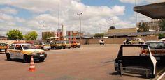 Cidades do interior pernambucano ganham ampliação em exames de habilitação - Municípios do interior do estado passarão por uma mudança no sistema de provas de habilitação, a partir do mês de agosto. Em Caruaru, Limoeiro, Carpina, Vitória de Santo Antão e Timbaúba, os alunos passam a contar com provas práticas entre a segunda e quinta-feira, no horário das 14h às 17h30. A medida do Departamento Estadual de Trânsito de Pernambuco (Detran-PE) pretende reduzir o tempo de espera dos candidatos à…