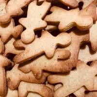 Χριστουγεννιάτικα μπισκότα με κανέλα και πορτοκάλι Cookies, Desserts, Food, Crack Crackers, Tailgate Desserts, Deserts, Biscuits, Essen, Postres