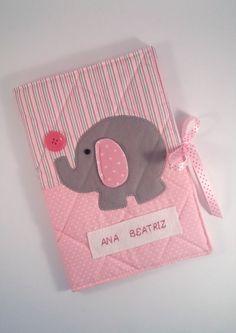 Capa para caderneta de vacina da Ana!     Presentinho da tia Mayra para a pequena!                     Até...