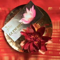 Haben Sie schon ein Geschenk für Ihre beste Mutti?   Wellness-Gutschein ist das perfekte Geschenk für jede Gelegenheit.   #salakanan #thaimassage #spa #offenburg #wellness #geschenk #gutschein