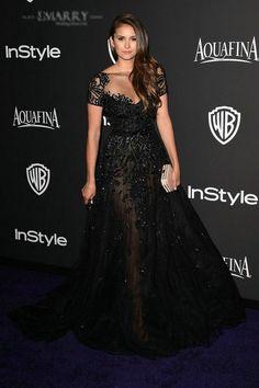 Купить товар Sz356 нина сексуальное черное slim линии платья элегантный коротким рукавом see бесплатной через тюль аппликации кристалл длинные вечерние платья в категории Звёздный стиль на AliExpress. ECN002 красный Нина Добрев высоко оценил в Emmy Awards без бретелек с плеча спинки Длинные платья знаменитос