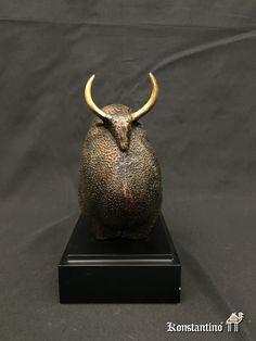 Toro de bronce con peana Europa S. XX. Medidas: 29 x 26 x 16 cms. REF: 1906-C -----#anticuario #anticuarios #antigüedades  #antiques #antique #antiqueshop #coleccion #interiordesign #decoration #bronce #figuras