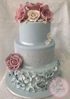 Round Wedding Cakes - Vintage Rose Wedding Cake using the Rose lace mat Round Wedding Cakes, Wedding Cake Roses, Beautiful Wedding Cakes, Gorgeous Cakes, Pretty Cakes, Cute Cakes, Amazing Cakes, Rose Wedding, Wedding Blue