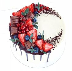 Great No Cost fruit cake cupcakes Ideas recipes banana recipes chocolate recipes decorating recipes easy recipes easy homemade recipes strawberry recipes vanilla Cupcakes, Cupcake Cakes, Fruit Wedding Cake, Wedding Cakes, Beautiful Cakes, Amazing Cakes, Chocolate Recipes, Chocolate Cake, Bolo Tumblr