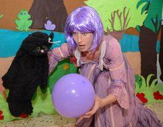 מתוך הצגת ילדים המבוססת על הסיפור המוכר והאהוב 'מעשה בחמישה בלונים'. זאת הצגה בה שחקנית אחת מחליפה לשלל דמויות צבעוניות ומעניינות. ההצגה מתאימה לגילאי 2-7 ואורכת כ 40 דקות