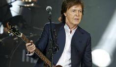 """Na última sexta-feira (24), chegou às lojas físicas e plataformas digitais a nova versão do álbum """"Flowers In The Dirt"""", o oitavo disco de estúdio de Paul McCartney.   #Cultura Pop #Paul McCartney #Pop #Single"""