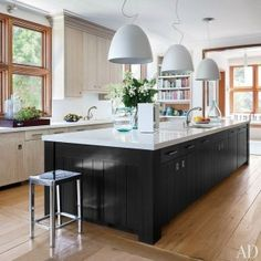 Inspired Black and White Kitchen Designs 15