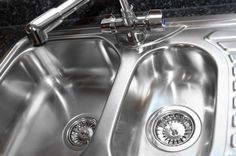 Bottled Water vs. Water Filters: Pros & Cons | Knowing the advantages and disadvantages of bottled water vs. water filters will help you make a good choice for your home water supply. #HomeMattersBlog