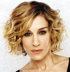 60 Super Chic Hairstyles for Long Faces to Break Up the Length How To Curl Short Hair, Short Curly Hair, Short Hair Cuts, Curly Hair Styles, Short Wavy, Curly Bob, Short Blonde, Short Perm, Short Ombre