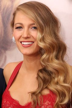 23 Times Blake Lively Proved She Had the Best Hair in Hollywood: As she's transformed from a Gossip Girl to a domestic diva, Blake Lively's perfect hair has evolved from braids to blowouts and everything in between. Trending Hairstyles, Celebrity Hairstyles, Cool Hairstyles, Blake Lively Hairstyles, Blonde Hairstyles, Blake Lively Hair Color, Christmas Party Hairstyles, Holiday Hair, Blonde Hair Shades