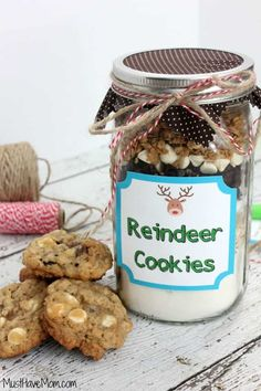 This is a sponsored post written by me on behalf of BIC®. All opinions are 100% mine. These Reindeer Cookies are so amazing! They are a combination of white chocolate chips, granola, dried cranberries and oats. They taste divine and they didn't last long at my house! Not only is this recipe just plain great, it's also the perfect cookies in a jar recipe! It makes beautiful layers in your jar and fits perfectly, filling the jar! I've also got a free printable for you so they can have…