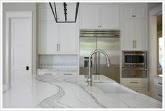 Caesarstone White Quartz Countertops Stain Burn Repair Kit Heat Damage Etch Stone Cherry Cabinets With Waypoint A Cherry White Quartz Countertops Stain Kitchen Slab, Outdoor Kitchen Countertops, Kitchen Backsplash, New Kitchen, Kitchen Design, Kitchen Ideas, Kitchen Counters, Kitchen Reno, Kitchen Planning