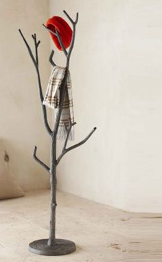 23 Creative Craft Ideas How To Use Tree Branch. This would be perfect for rings and bracelets and even necklaces! Love it !