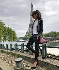 """104 mil curtidas, 407 comentários - Izabel Goulart (@izabelgoulart) no Instagram: """"Arriving at my set location of the day! Couldn't start monday with a better view! Exciting day…"""""""