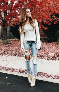 Here are 40 Fall fashion 2018 outfits to copy directly from your favorite fashion influencers. Discover the new fall fashion trends for Fall Cute Fall Fashion, Autumn Fashion 2018, Fall Fashion Trends, Look Fashion, Fashion Outfits, Womens Fashion, Fashion Design, Fashion Spring, Ladies Fashion
