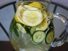 Rundum gesund: Wasser, das das Volumen des Abdomens reduziert