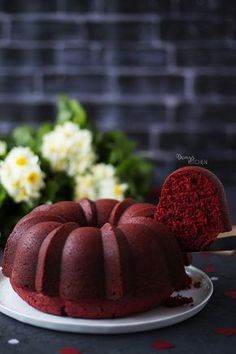 Bir nevi 'kırmızı aşk keki' dedim ben ona.. :) aşık etti beni kendisine! Önce rengi sonra dokusu ve lezzetiyle.. Dışı hafif kıtır, içi ...