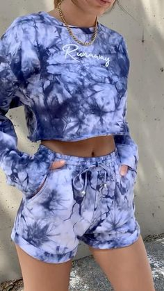 Cute Lazy Outfits, Sporty Outfits, Retro Outfits, Stylish Outfits, Diy Tie Dye Shirts, Tie Dye Shorts, Navy Shorts, Girls Fashion Clothes, Teen Fashion Outfits