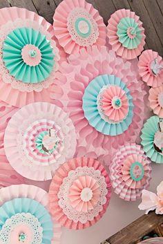 Vintage Pony Soiree via Karas Party Ideas : Lovely Rosettes backdrop - Simple DIY Crafts Carousel Party, Carousel Birthday, Pony Party, Paper Rosettes, Paper Flowers, Diy And Crafts, Paper Crafts, Horse Party, Festa Party