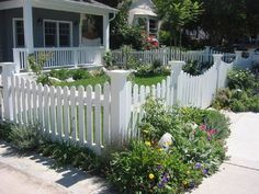 Yard Fence Ideas | ... Yard Fence Ideas: Nice Front Yard Picket Fence With Soft Arches
