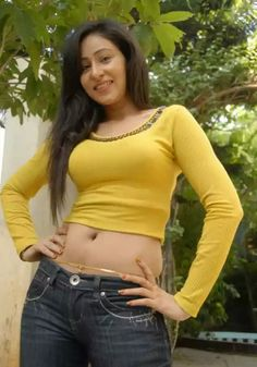 How huge r my melons..Also guys enjoy my navel show - Nafeeza -