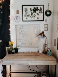 Minimalist Living | Desk and office space with botanical print