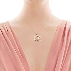Tiffany 1837™ interlocking circles pendant in 18k gold, small.