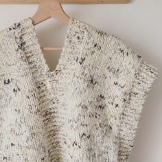tricot simple et rapide ! - DIY By - Tunisian Crochet, Crochet Poncho, Crochet Lace, Tricot Simple, Knit Vest Pattern, Sleeveless Jacket, Warm Sweaters, Lace Patterns, Easy Knitting