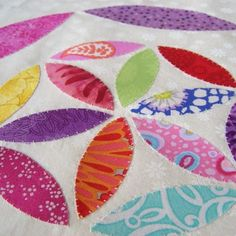 How to do Big Stitch Hand Quilting with Perle Cotton tutorial Hand Quilting Designs, Quilting Tips, Quilting Board, Machine Quilting, Quilting Projects, Embroidery Designs, Sewing Projects, Pattern Blocks, Quilt Patterns