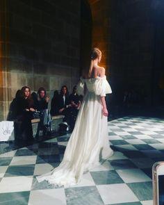 """597 Me gusta, 6 comentarios - Petite Mafalda Wedding Planner (@lapetitemafalda) en Instagram: """"Antes de ayer en el desfile de alta costura de @yolancris en un espacio realmente espectacular !…"""""""