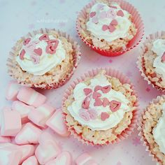 Rice Krispie Cupcakes for Valentine's Day is a no-bake sweet treat. The Rice Krispies and the surprise Jelly candies make these a hit every time ! Pink Cupcakes, Cupcake Cakes, Cup Cakes, Cupcake Party, Orange Food Coloring, Panna Cotta, Chocolate Decorations, Something Sweet, Rice Krispies