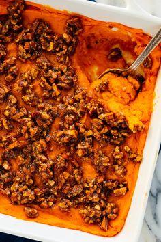 Pecan Sweet Potato Casserole Potato Recipes, Veggie Recipes, Cookie Recipes, Vegetarian Recipes, Potato Dishes, Ww Recipes, Sweet Potato Pecan, Sweet Potato Casserole, Deserts