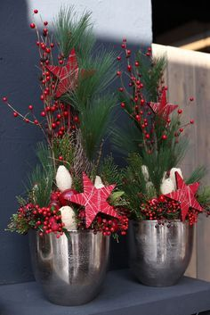 Weihnachtliche Gesteckideen 2016 Teil 1 - Another! Christmas Flower Arrangements, Christmas Flowers, Noel Christmas, Christmas Centerpieces, Christmas Is Coming, Outdoor Christmas, Xmas Decorations, All Things Christmas, Winter Christmas