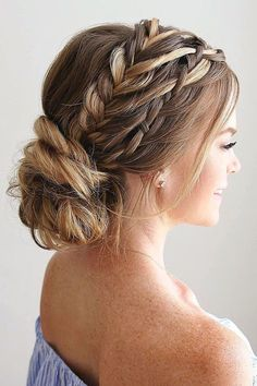 Wedding Hairstyles Ideas For Brides With Thin Hair ❤ See more: http://www.weddingforward.com/wedding-hairstyles-for-thin-hair/ #weddings #weddinghairstyles