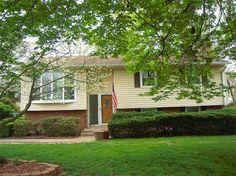 Charming Home in Great Established Neighborhood! 14919 Carlbern Drive, Centreville, Virginia 3 bedrooms, 1 bath, 2032 sq ft., .25 lot size, Split Foyer style.  Spencer Marker & co.  www.seln4u.com