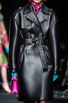 Versace Fall 2019 Ready-to-Wear Collection - Vogue Versace Fashion, Runway Fashion, High Fashion, Fashion Show, Womens Fashion, Fashion Design, Fashion Trends, Versace Versace, Milan Fashion