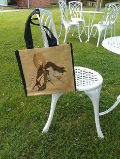 HS kasse. Motiv: Sidenskon (1938). 5€ HS laukku. Motiivi: Silkkikenkä (1938). 5€ HS bag. Motif: Silk Shoes (1938). 5€ #EKTAMuseumcenter #EKTAMuseishop #Schjerfbeck #bag #EKTASchjerfbeck