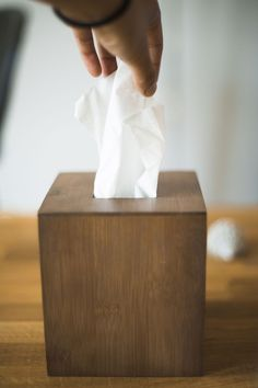 Cropped hand of person removing tissue paper from box on table Netflix Hidden Movies, Movies And Tv Shows, Romantic Comedy Movies, Comedy Tv, Cult Movies, Action Movies, Emotional Movies, Minimal Movie Posters, Minimal Poster