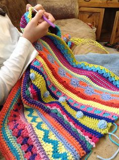 Mixed Stitch Stripey Blanket,Ravelry: Mixed Stitch Stripey Blanket Make crochet quilts your self Who doesn't love a blanket where you can hide and warm up in winter? Crochet Afghans, Crochet Ripple, Rainbow Crochet, Crochet Quilt, Afghan Crochet Patterns, Knitting Patterns, Crochet Stitches, Cute Crochet, Crochet Baby