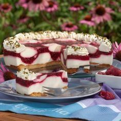 """Himbeer-Joghurt-Torte """"Thanks to the nut bottom, the raspberry yoghurt cake is not only fruity, but also hearty,"""" says Maria Westhoff, describing her … No Bake Desserts, Delicious Desserts, Yummy Food, Sweet Recipes, Cake Recipes, Dessert Recipes, Pie Co, German Baking, German Cake"""