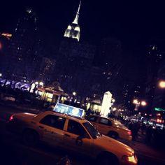 NYC de noche, ¡mágico! #magic #empirestate #lights #marialeonstyle