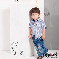 Jeans y camisetas manga corta para niños pequeños.