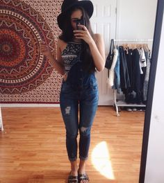 rare photo of me trying 2 rock overalls with birkenstocks pic.twitter.com/Dq9SkEEeWN
